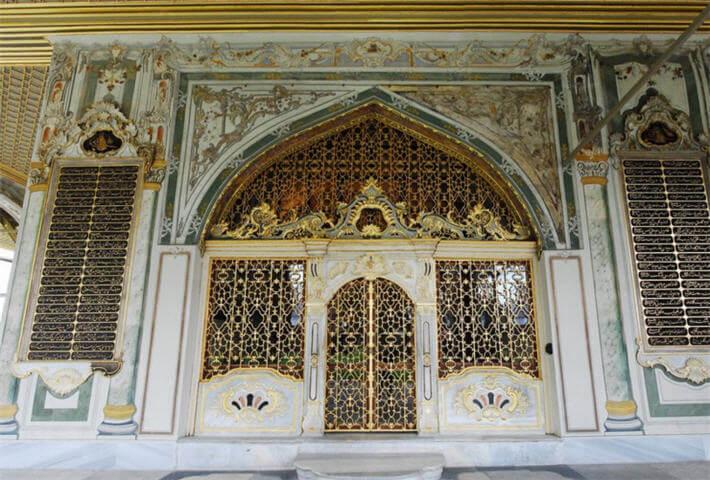 Topkapı Sarayında Kubbealtı Odasının Giriş Kapısı