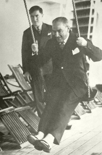 Atatürk salıncak resmi