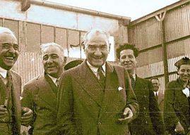 Atatürk'ün Gülen Resimleri