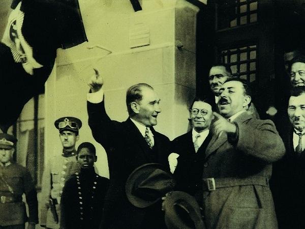 Atatürk Gülerken Resimleri