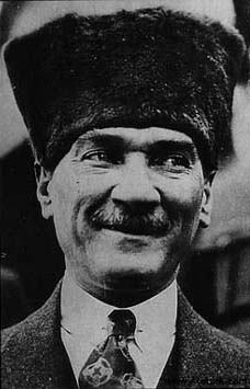 Atatürk Gülüyor Gülen resmi
