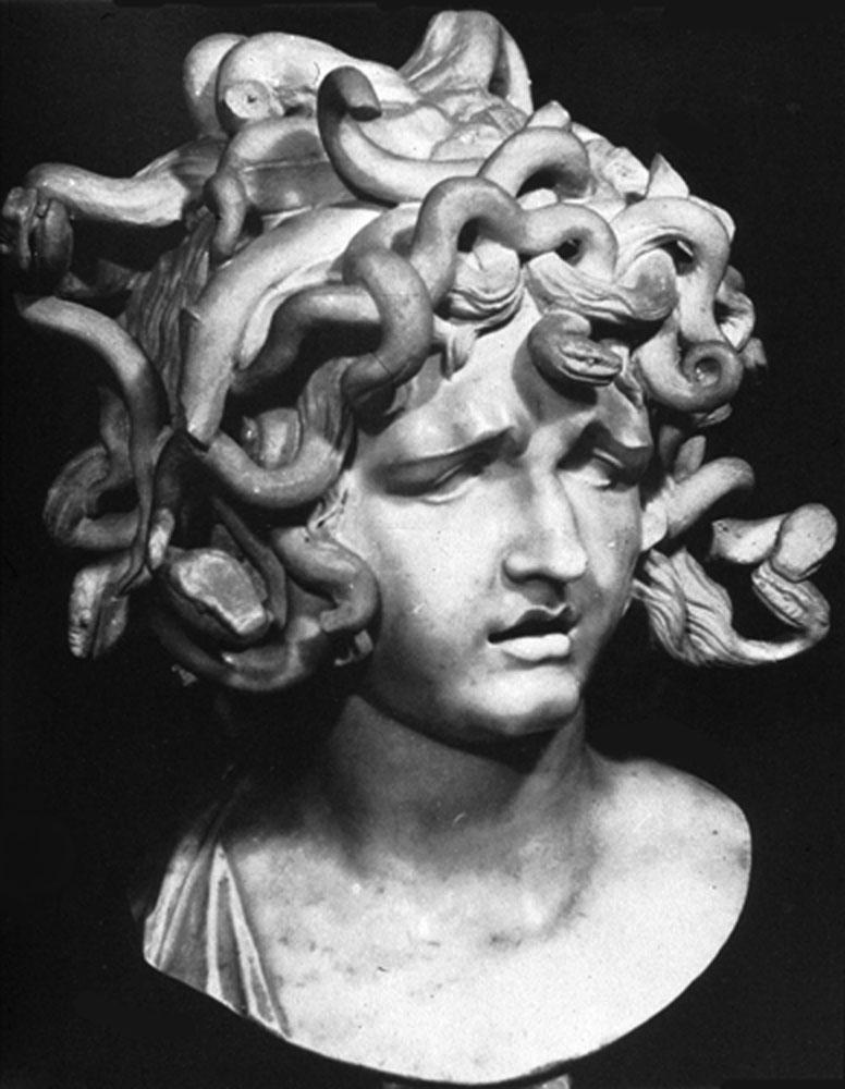 Medusa Heykeli