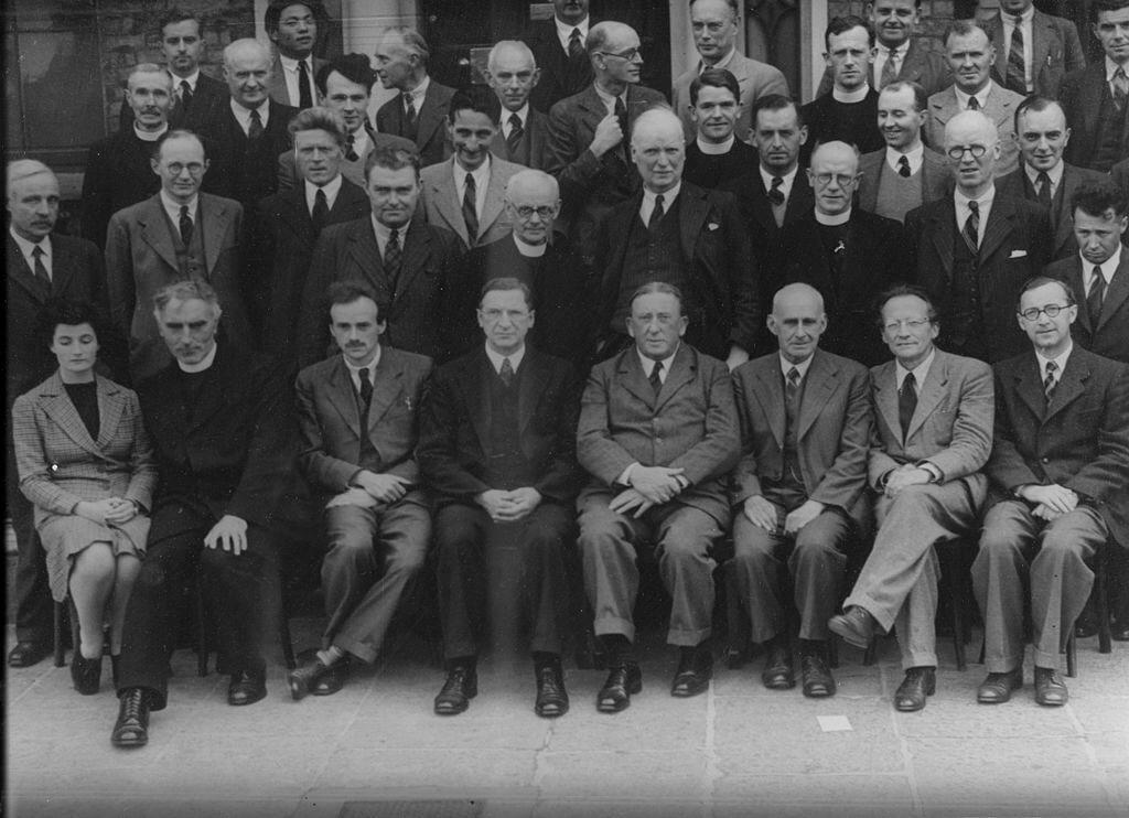 Schrödinger (ön sıra sağdan 2. sırada) 1942'de Dublin İleri Araştırmalar Enstitüsü'nde