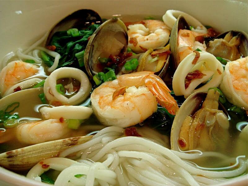 Deniz Ürünleri Pirinç Noodle Çorbası