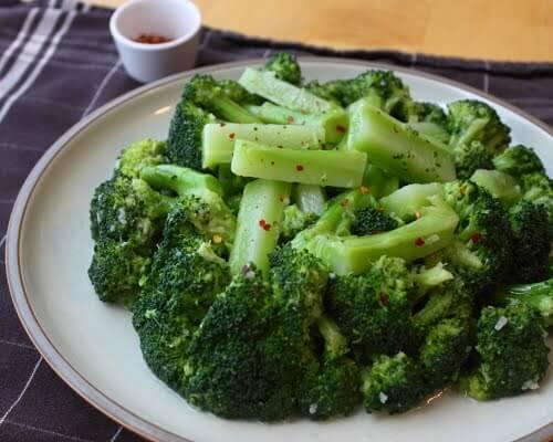 Kolay Brokoli Salatası Tarifi