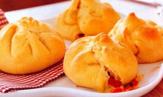 Mozzarella ve Domatesli Ekmekler