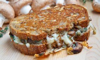 Mantarlı Peynirli Sandviç Tarifi