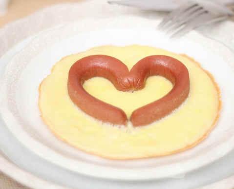 Sevgililer Günü İçin Sosisli Omlet Tarifi