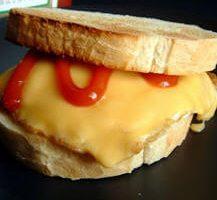Kızarmış Yumurtalı Sandviç Tarifi