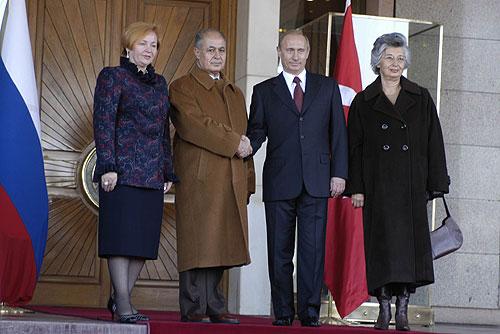 Cumhurbaşkanı Ahmet Necdet Sezer ve eşleri Rusya Başkanı Putin'i ve eşini Çankaya Köşkünde karşılarken