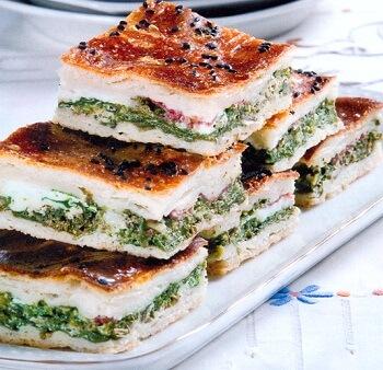Ekmek Hamurundan Ispanaklı Börek Tarifi