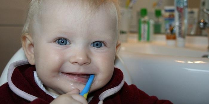 Diş Fırçalayan Bebek