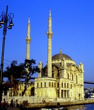 Türk Ampir Sanatına örnek : Ortaköy Camisi