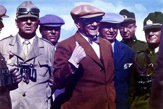 Atatürk'ün Gözlüklü Resimleri