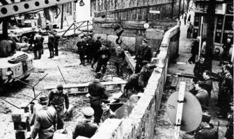 Berlin Duvarı Yapılıyor