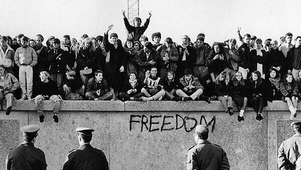 Berlin Duvarının Yıkılışı