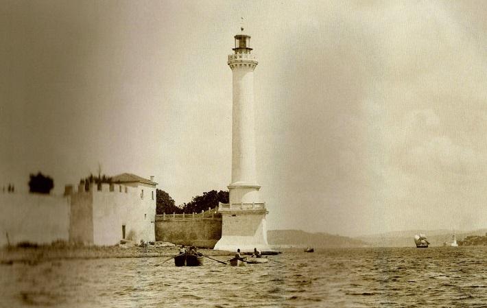 Ahırkapı Feneri'nin eski bir görüntüsü.