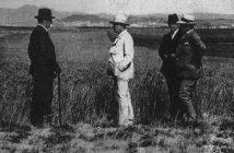 Yeni kurulan Orman Çiftliğinde Atatürk inceleme yaparken