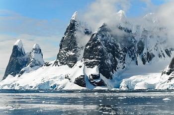 Kutuplardaki Dağlardan Bir Kare