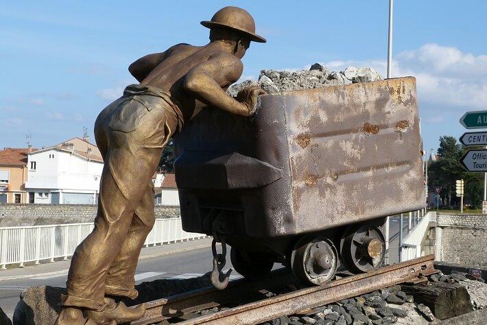 Tunçtan Yapılmış Bir Madenci Heykeli