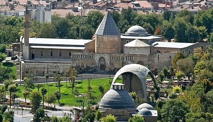 Konya'daki Alaeddin Camisi