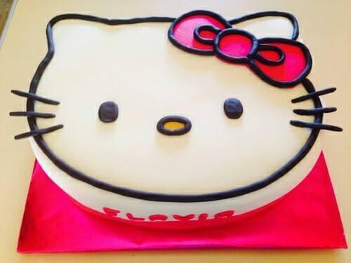 Hello Kitty Şekilli Pastalar