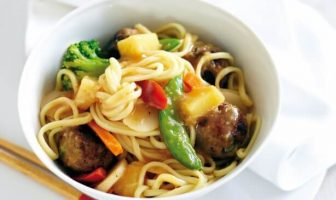 Tatlı ekşi soslu noodle