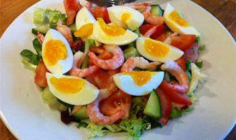 Karidesli Yumurta Salatası Tarifi