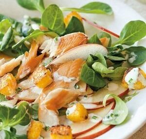 Balık Salatalı Elma Dilimleri Tarifi – Füme Balık Salatası Nasıl Yapılır?