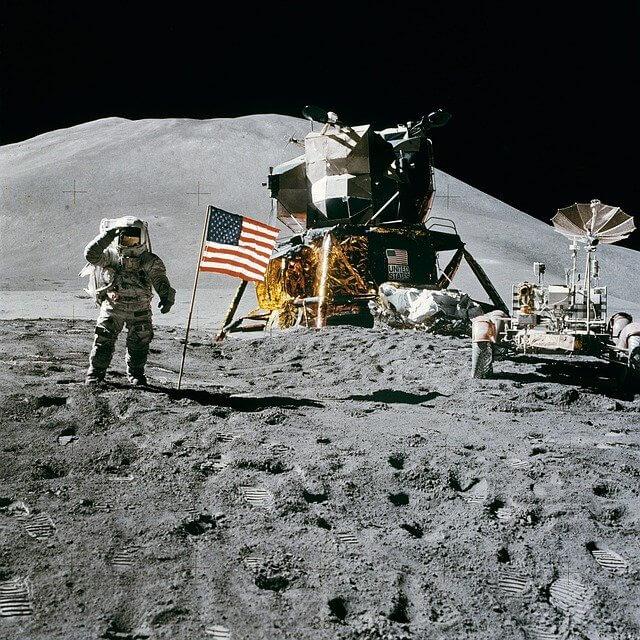 Ay'da Uzay İstasyonu