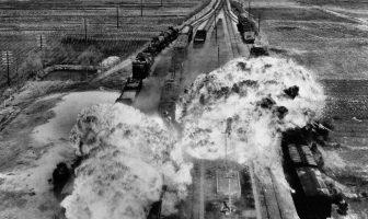 Kore Savaşında Bir Tren Hattına Yapılan Saldırıdan Bir Görüntü