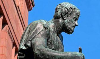 Aristoteles Kimdir? Gerçekçiliğin Babası Antik Yunanlı Filozof