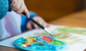 resim yapan çocuk