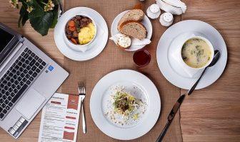 İş Yemeklerinde Nelere Dikkat Etmeli? Başarılı Bir İş Yemeği Nasıl Olur?