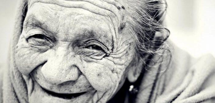 gülen yaşlı