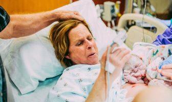 61 Yaşındaki Kadın Doğurduğu Çocuğu Oğluna Verdi ve Şok Edici...