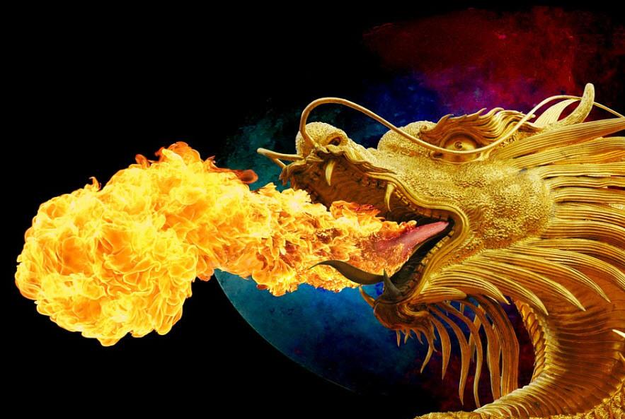 ateş püskürten ejderha
