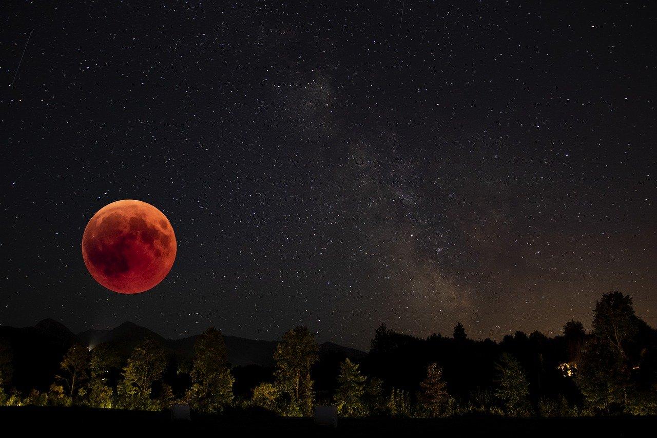 Ay Tutulmasında Ay Neden Kırmızı Olur? Kanlı Ay Nasıl Oluşur?