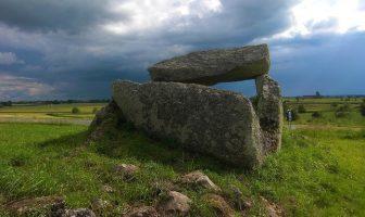 neolitik mezar